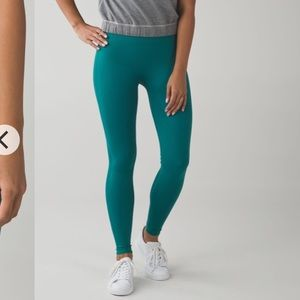 Lululemon Zone in Tights in Forage Teal